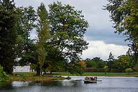 Gondelfahrt auf dem Wörlitzer See, Parkanlage Wörlitzer Garten, Sachsen-Anhalt, Deutschland, Europa, UNESCO-Weltkulturerbe<br /> Gondola on Neumark's Garden and Wörlitz lake, Wörlitz Gardens, Saxony-Anhalt, Germany, Europe, UNESCO-World Heritage