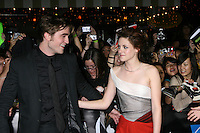 "Robert Pattinson & Kristen Stewart arriving to the World Premiere of ""Twilight"" at Mann's Village Theater in Westwood, CA.November 17, 2008.©2008 Kathy Hutchins / Hutchins Photo...."