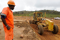 ANGOLA Malange, Strassenbau durch brasilianische Firma Odebrecht / ANGOLA Malange, road construction conducted by brazil company Oderbrecht