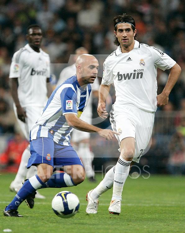Real Madrid's Ruben de la Red against Espanol's Ivan de la Pena during la Liga match, October 05, 2008. (ALTERPHOTOS/Alvaro Hernandez)