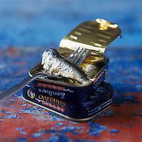"""Europe/France/Bretagne/29/Finistère/Concarneau:  Boites de Sardines de la conserverie Gonidec """"Les Mouettes d'Arvor"""" - Stylisme : Valérie LHOMME //  /  France, Finistere, Concarneau,  Gonidec can of sardines, """"Les Mouettes d'Arvor"""""""