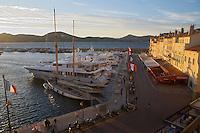 """Europe/Provence-Alpes-Côte d'Azur/83/Var/Saint-Tropez: Leport et le quai Frédéric Mistral   vus depuis la terrasse de l' Hotel """"Sube"""""""