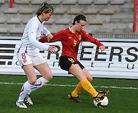 Belgium - Czech Republic : Marjorie De Rammelaere aan de bal voor Lucie Heroldova (C).foto DAVID CATRY / Vrouwenteam.be