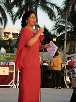 December 4 2004, Manila, Philippines<br /> Beng, wife of Manila Mayor Lito Atienza, adress the crowd gathered at Remedios Park in Malate.<br /> Photo (c) 2004) P Roussel / Images Distribution