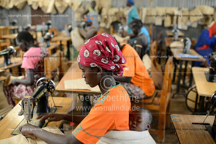 KENYA, Turkana, refugee camp Kakuma, Don Bosco vocational training, tailoring training for women / KENIA, Turkana, Fluechtlingslager Kakuma, Don Bosco Berufsschule, Schneiderausbildung fuer Frauen
