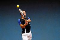MANIZALES-COLOMBIA. 11-11-2014. Alexander perez alista su raqueta para responder a Hernan Ariza a quien derrotó  6/4 6/1 en primera ronda del Torneo Copa Caldas, durante El Torneo Internacional de Tenis Copa Caldas, que entrega 15 mil dólares al ganador y puntos en la ATP. El torneo es del 8 al 15 de noviembre en Manizales./  Alexander Perez of Colombia enlist his racket to answer the ball to Hernan Ariza  to who defeated 6/4 6/1 at first round of the Copa Caldas tournament. The event gives U$ 15.000 to the winner and point ATP and will be held between 8 to 15 of November 2014 in Manizales city. Photo: VizzorImage/Santiago Osorio/STR