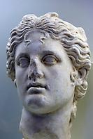 Italien, Umbrien, im archäologischen Museum im Palazzo dei Consoli in Gubbio, Kopf von Apollo, 1. Jh. n.Chr.