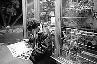 - Roma, giovani emarginati in zona Stazione Termini (Settembre 1989)<br />