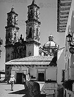Die Kirche Santa Prisca in Taxco, Mexiko, 1970er Jahre. Santa Prisca church at Taxco, Mexico 1970s.