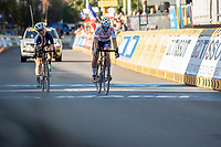 Zoe Backstedt (GBR) wins the sprint against Kaia Schmid (USA)<br /> <br /> Women Junior – Road Race (WC)<br /> Race from Leuven to Leuven (75km)<br /> <br /> UCI Road World Championships – Flanders Belgium 2021<br /> <br /> ©kramon