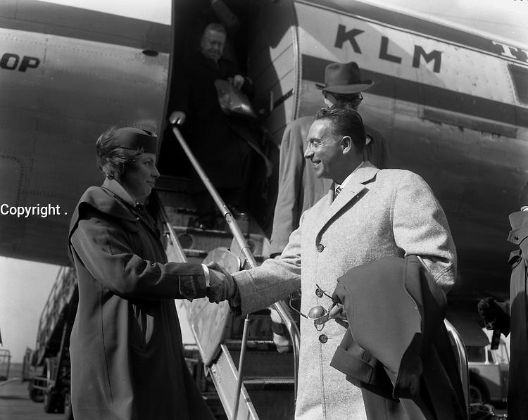 Charles Trenet, 21 Mars 1957<br /> <br /> PHOTO :  ANEFO