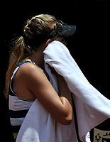 BOGOTÁ-COLOMBIA, 14-04-2019: Amanda Anisimova (USA), se seca el sudor durante partido por la final del Claro Colsanitas WTA, que se realiza en el Carmel Club en la ciudad de Bogotá. / Amanda Anisimova (USA), dries the sweat, during a match for the final of the WTA Claro Colsanitas, which takes place at Carmel Club in Bogota city. / Photo: VizzorImage / Luis Ramírez / Staff.