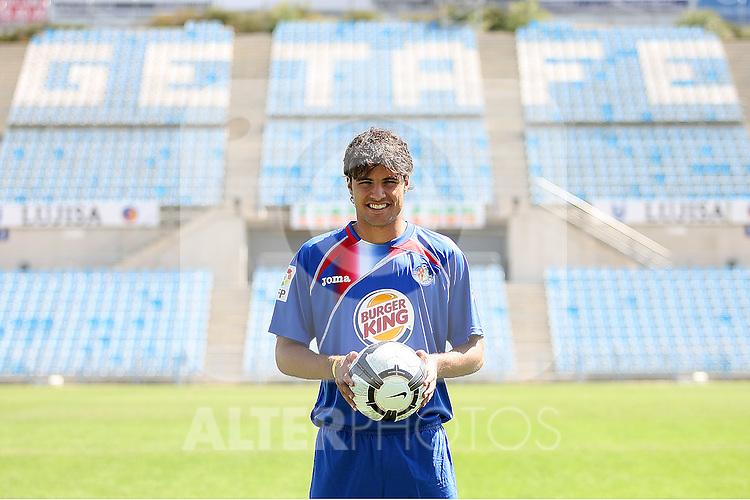 Getafe's new player Pedro Leon during his presentation. August 27 2009. (ALTERPHOTOS/Acero).