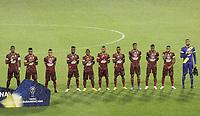 IBAGUE- COLOMBIA, 28-04-2021: Jugadores de Deportes Tolima (COL) antes de partido entre Deportes Tolima (COL) y Talleres de Cordoba (ARG) por la Copa CONMEBOL Sudamericana 2021 en el Estadio Manuel Murillo Toro de la ciudad de Ibague. / Players of Deportes Tolima (COL) prior a match between Deportes Tolima (COL) and Talleres de Cordoba (ARG) for the CONMEBOL Sudamericana Cup 2021 at the Manuel Murillo Toro Stadium, in Ibague city.  Photo: VizzorImage / Juan Torres / Cont.