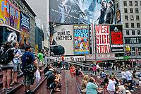 Pessoas na rua em Times Square. New York. Estados Unidos. 2009. Foto de Ricardo Azoury.