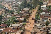 Rwanda Kigali , slum with tin sheet huts / Ruanda Kigali , Slum am Stadtrand