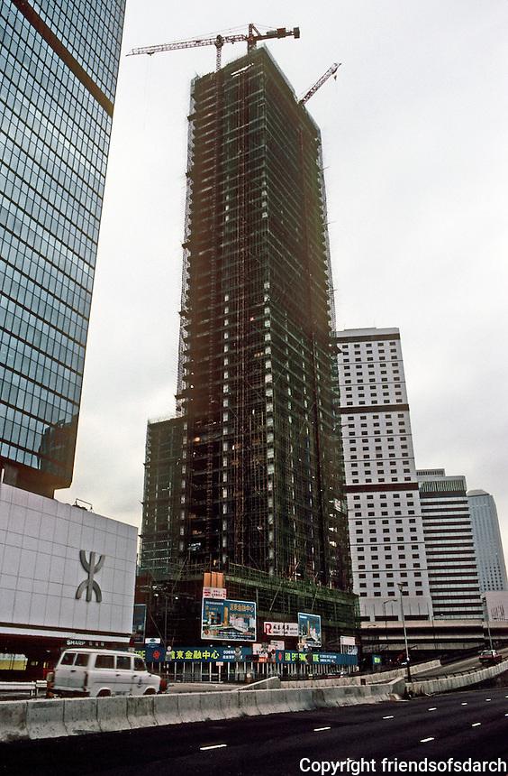 Hong Kong: New office tower going up. Photo '82.