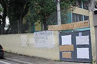 SAO PAULO, SP - 13.11.2015 - PROTESTO-SP - Movimentação em frente à Escola Estadual Dona Ana Rosa de Araújo, localizada na Rua Éden, Zona Oeste de São Paulo (SP), nesta sexta-feira (13). Estudantes ocupam o local em protesto contra a reorganização do ensino estadual, que prevê fechamento de escolas.<br /> (Foto: Fabricio Bomjardim / Brazil Photo Press)