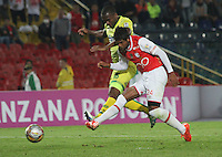 BOGOTA -COLOMBIA, 13-07-2016. Humberto Osorio  jugador de Santa Fe  convierte su gol contra el Bucaramanga durante encuentro  por la fecha 3 de la Liga Aguila II 2016 disputado en el estadio Nemesio Camacho El Campín./ Humberto Osorio  player of Santa Fe  scores his goal against of Bucaramanga during match for the date 3 of the Aguila League II 2016 played at Nemesio Camacho El Campin stadium . Photo:VizzorImage / Felipe Caicedo  / Staff