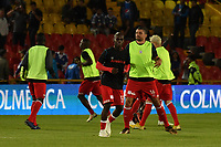 BOGOTÁ - COLOMBIA, 18-01-2019: Los jugadores de América de Cali, calientan antes de partido entre Millonarios y América de Cali, por el Torneo Fox Sports 2019, jugado en el estadio Nemesio Camacho El Campin de la ciudad de Bogotá. / The players of America de Cali, warm up before a match between Millonarios and America de Cali, for the Fox Sports Tournament 2019, played at the Nemesio Camacho El Campin stadium in the city of Bogota. Photo: VizzorImage / Luis Ramírez / Staff.