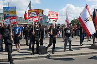 Am Samstag den 26. April 2014 versuchte die Neonazipartei NPD in Berlin erneut einen Aufmarsch durch den Stadtteil Kreuzberg. 6.000 Menschen protestierten mit diversen Blokade dagegen und verhinderten, dass die ca 70 Neonazis weiter als 150m laufen konnten.<br /> So war nach 3 Minuten Marsch für die NPD Schluss und die Neonazis mussten zum Startpunkt am S-Bahnhof Jannowitzbruecke umdrehen. Auch wenn ueber den NPD-Lautsprecherwagen mehrfach behauptet wurde, die Demonstration sei in Kreuzberg, ist doch richtig, dass die Neonazis sich nur in Berlin-Mitte befanden.<br /> 26.4.2014, Berlin<br /> Copyright: Christian-Ditsch.de<br /> [Inhaltsveraendernde Manipulation des Fotos nur nach ausdruecklicher Genehmigung des Fotografen. Vereinbarungen ueber Abtretung von Persoenlichkeitsrechten/Model Release der abgebildeten Person/Personen liegen nicht vor. NO MODEL RELEASE! Don't publish without copyright Christian-Ditsch.de, Veroeffentlichung nur mit Fotografennennung, sowie gegen Honorar, MwSt. und Beleg. Konto:, I N G - D i B a, IBAN DE58500105175400192269, BIC INGDDEFFXXX, Kontakt: post@christian-ditsch.de<br /> Urhebervermerk wird gemaess Paragraph 13 UHG verlangt.]