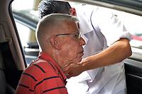 PORTO ALEGRE (RS), 12/02/2021 - VACINA- IDOSOS – Equipes da Secretaria Municipal da Saúde fazem a vacinação contra Covid-19 para idosos entre 85 a 89 anos, no Portão 01, do Gigantinho, durante a abertura de mais um posto, no sistema de Drive-thru no estacionamento do Sport Clube Internacional, em Porto Alegre, nesta sexta-feira (12).