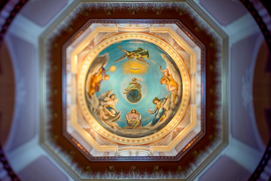 January 9, 2017; Rotunda (Photo by Matt Cashore/University of Notre Dame)