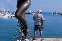 Europe/France/Bretagne/56/Morbihan/Quiberon/Port-Haliguen: Détail statue femme ou sirène et pêcheur