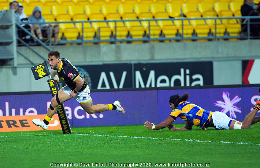 Wes Goosen scores during the Mitre 10 Cup rugby match between Wellington Lions and  Bay Of Plenty Steamers at Sky Stadium in Wellington, New Zealand on Friday, 25 September 2020. Photo: Dave Lintott / lintottphoto.co.nz