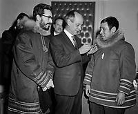 1964 POL - LEVESQUE R et Inuits - PM