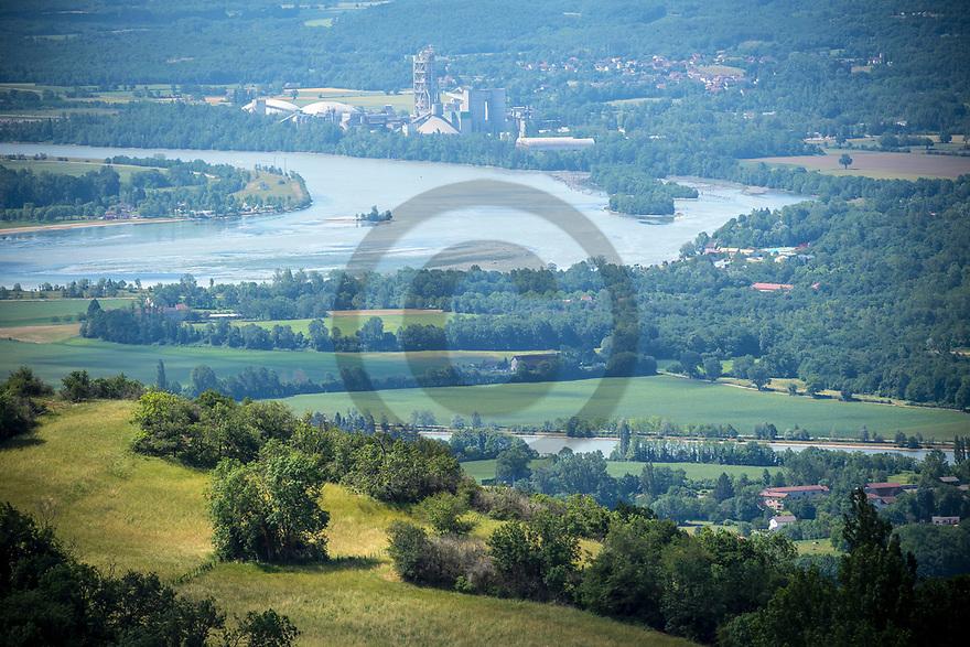 16/06/19 - SOUCLIN - AIN - FRANCE - Plaine alluviale vue de la rive droite du Rhone - Photo Jerome CHABANNE