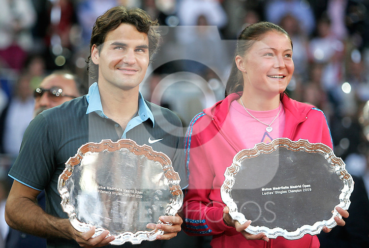 Switzerland's Roger Federer and Russia's Dinara Safina with trophys during Madrid Open winners ceremony. May 17, 2009. (ALTERPHOTOS/Alvaro Hernandez)
