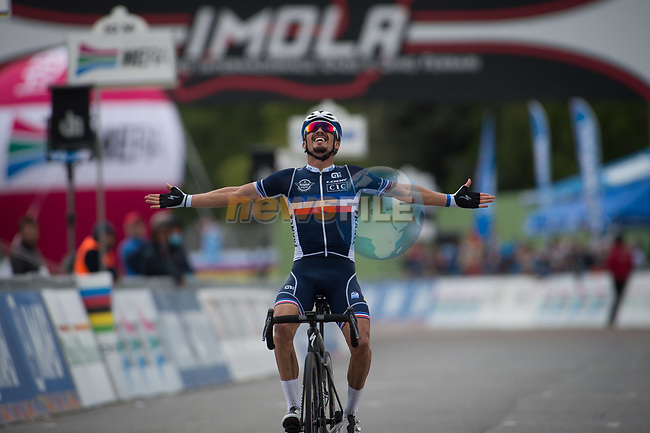 Julian Alaphilippe (FRA) wins the 258.2km Men Elite Road Race of the 2020 UCI World Championships held around Imola, Italy. 27th September 2020.  <br /> Picture: Radsport/Mario Stiehl | Cyclefile<br /> <br /> All photos usage must carry mandatory copyright credit (© Cyclefile | Mario Stiehl/Radsport)