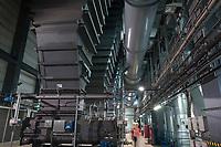 Germany, Hamburg, Vattenfall coal power station Moorburg, switched off in july 2021 as part of german coal exit / DEUTSCHLAND, Hamburg, Vattenfall Kohlekraftwerk Moorburg, in Betriebnahme 2015, letzter Betrieb vor endgültiger Abschaltung im Juli 2021, Maschinenhaus, Kohlesilos