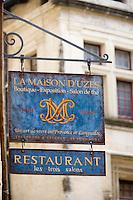 """Europe/France/Languedoc-Roussillon/30/Gard /  Uzès : Enseigne du  restaurant """" Les Trois Salons """"18, rue du Dr-Blanchard"""