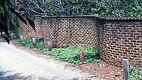 Thomas Jefferson: Serpentine Garden Wall behind Central.  Composition.  Photo '85.