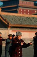 Tai Ji Quan vor dem Puning Si-Tempel in Chengde, China, Unesco-Weltkulturerbe