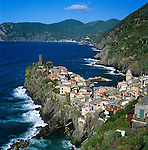 Italy, Liguria, Vernazza: View of Cinque Terre village, UNESCO World Heritage Site | Italien, Ligurien, Cinque Terre, Vernazza: UNESCO-Weltkulturerbe