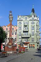 Marktplatz mit Neptunbrunnen und Pestsäule in Swidnica, Woiwodschaft Niederschlesien (Województwo dolnośląskie), Polen, Europa<br /> Market Place with Neptune Fountain and plague column in Swidnica, Poland, Europe