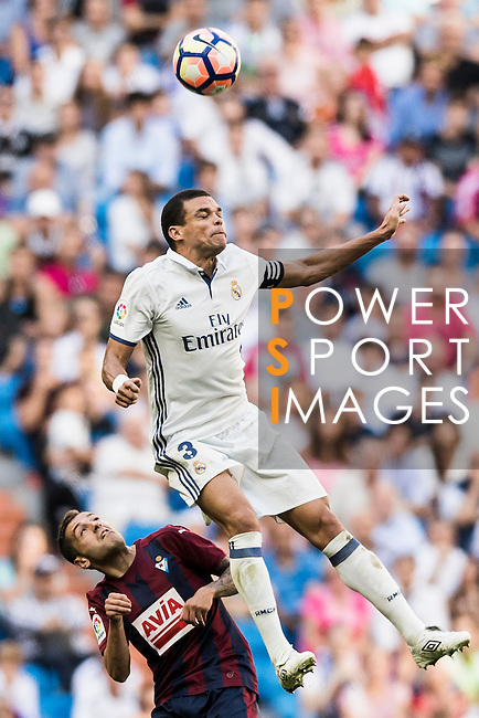 Pepe of Real Madrid battles for the ball with Goalkeeper Yoel of SD Eibar during their La Liga match between Real Madrid CF and SD Eibar at the Santiago Bernabéu Stadium on 02 October 2016 in Madrid, Spain. Photo by Diego Gonzalez Souto / Power Sport Images