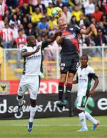 BOGOTA-COLOMBIA-03 -11-2013 : Wilmer Diaz  (Izq) de La Equidad Seguros disputa el balon con Andres Correa  ( Der)  delantero  del Atletico Junior durante partido por la fecha 17 de la Liga Postobon II-2013 ,jugado en el estadio Metroplitano de Techo de la ciudad de Bogota./  Wilmer Diaz  (L) of the Equidad Seguros disputes the ball with  Andres Correa  striker match Atletico Junior during the date 17 of the League Postobon II-2013, played at the Metropolitano  de Techo  Stadium  in Bogota city.Pohoito:VizzorImage / Felipe Caicedo / Staff
