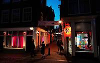 Nederland  Amsterdam  2020.   Het is rustig op de Wallen. Oudezijds Achterburgwal.    Foto : ANP/ HH / Berlinda van Dam