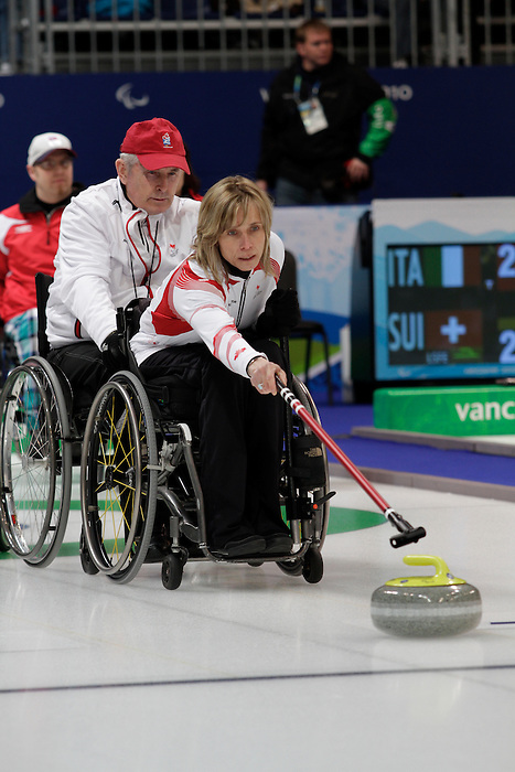 Sonja Gaudet, Vancouver 2010 - Wheelchair Curling // Curling en fauteuil roulant.<br /> Team Canada competes in Wheelchair Curling // Équipe Canada participe en curling en fauteuil roulant. 14/03/2010.