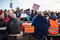 """Mehrere hundert Menschen demonstrierten am Samstag den 8. Februar 2020 in Berlin unter dem Motto """"Wir haben Platz!"""" fuer die Aufnahme minderjaehriger Gefluechteter aus griechischen Fluechtlingslagern. Die Kinder leben dort unter unmenschlichen Bedingungen.<br /> Aufgerufen zu der Demonstration hatte das Buendnis #seebruecke.<br /> Im Bild: Auf der Abschlusskundgebung wurden an einer langen Tafel Stuehle mit Schldern """"Wir haben Platz. Dieser Platz bleibt frei duer die, die bisher nicht kommen duerfen."""" freigehalten.<br /> 8.2.2020, Berlin<br /> Copyright: Christian-Ditsch.de<br /> [NUR FUER REDAKTIONELLE ZWECKE! Werbung nur auf Anfrage beim Fotografen. Inhaltsveraendernde Manipulation des Fotos nur nach ausdruecklicher Genehmigung des Fotografen. Vereinbarungen ueber Abtretung von Persoenlichkeitsrechten/Model Release der abgebildeten Person/Personen liegen nicht vor. NO MODEL RELEASE! Don't publish without copyright Christian-Ditsch.de, Veroeffentlichung nur mit Fotografennennung, sowie gegen Honorar, MwSt. und Beleg. Konto: I N G - D i B a, IBAN DE58500105175400192269, BIC INGDDEFFXXX, Kontakt: post@christian-ditsch.de<br /> Bei der Bearbeitung der Dateiinformationen darf die Urheberkennzeichnung in den EXIF- und  IPTC-Daten nicht entfernt werden, diese sind in digitalen Medien nach §95c UrhG rechtlich geschuetzt. Der Urhebervermerk wird gemaess §13 UrhG verlangt.]"""
