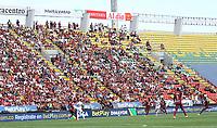 IBAGUÉ - COLOMBIA, 19-09-2021:Hinchas en Pandemia. Deportes Tolima y el Deportivo Cali en partido por la fecha 10 como parte de la Liga BetPlay DIMAYOR II 2021 jugado en el estadio Manuel Murillo Toro de la ciudad de Ibagué / Fans in Pandemic.Deportes Tolima and Deportivo Cali in match for the date 10 as part of the BetPlay DIMAYOR League II 2021 played at Manuel Murillo Toro stadium in Ibague city. Photo: VizzorImage / Felipe Caicedo / Staff