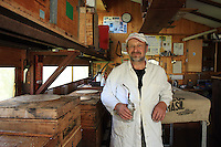 Willy Debély in his chalet apiary in Val de Ruz in Switzerland.///Willy Debély dans son rucher châlet du Val de Ruz en Suisse.