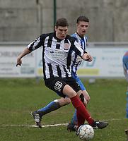 Club Roeselare - WS Oudenburg : Jonas Vanhaverbeke (links) aan de bal voor Kristof Lagast (r)<br /> Foto VDB / Bart Vandenbroucke