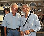 ANDREA SARUBBI CON IL PADRE<br /> MANIFESTAZIONE PER LA LIBERTA' DI STAMPA PROMOSSA DAL FNSI<br /> PIAZZA DEL POPOLO ROMA 2009