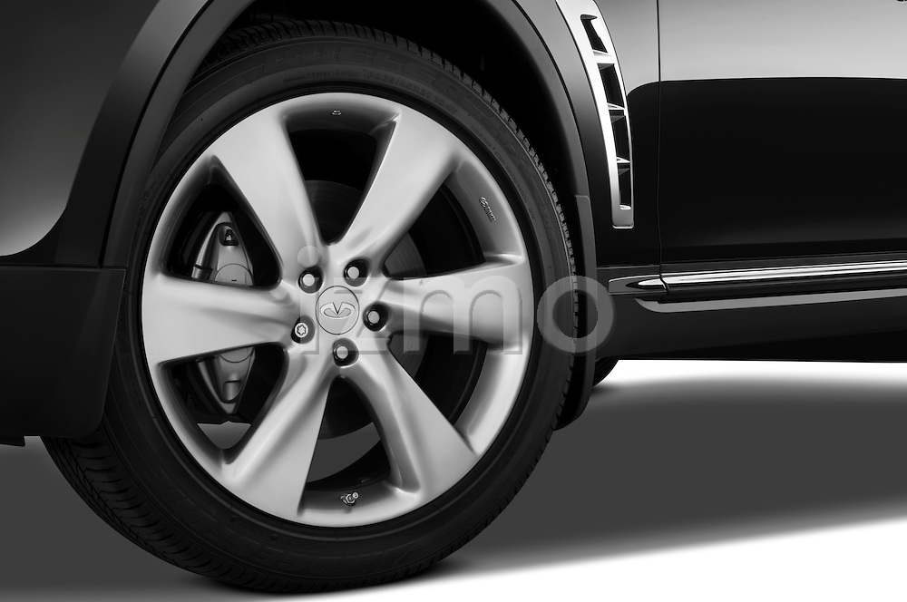 Tire and wheel close up detail view of a 2009 Infiniti FX50