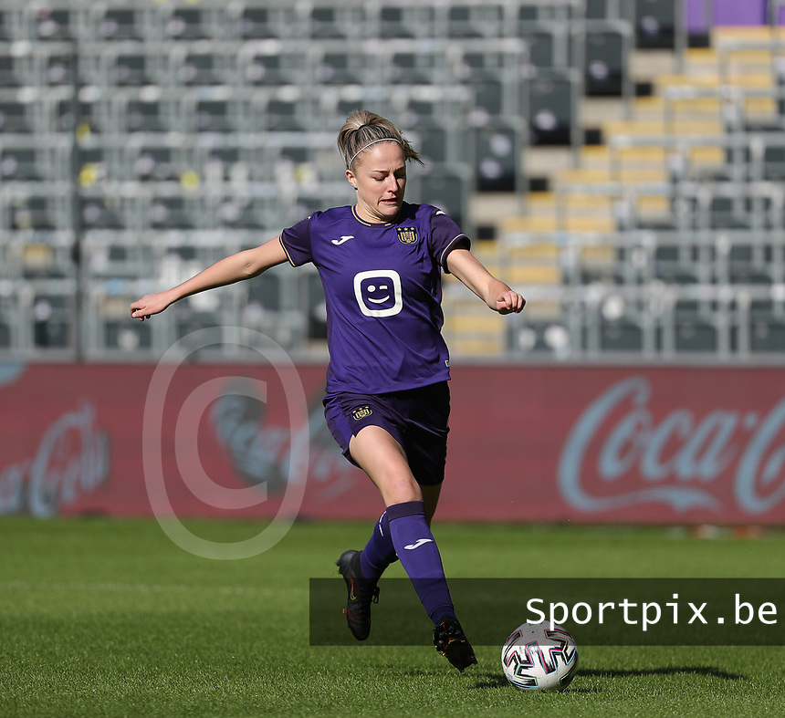 Michelle Colson (2) of Anderlecht in action during a female soccer game between RSC Anderlecht Dames and Standard Femina de Liege on the sixth matchday of the 2021 - 2022 season of Belgian Womens Super League , Saturday 9 th of October 2021  in Brussels , Belgium . PHOTO SPORTPIX | SEVIL OKTEM